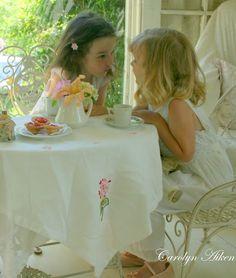 Dostluk illa yanyana, diz dize olmak değildir. Asıl can cana, kalp kalbe  olmaktır.
