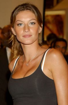 So fucking gorg 90s Models, Role Models, Gisele Bundchen Young, Forever, Cute Summer Outfits, Celebs, Celebrities, Most Beautiful Women, Beautiful Actresses