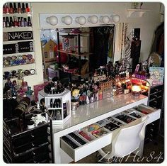 Makeup Room Ideas room DIY (Makeup room decor) Makeup Storage Ideas For Small Space - Tags: makeup room ideas, makeup room decor, makeup room furniture, makeup room design Makeup Vanities, Makeup Desk, Makeup Rooms, My New Room, My Room, Rangement Makeup, Vanity Room, Vanity Lamp, Vanity Lighting