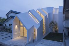 hkl studio : Asahicho Clinic - ArchiDesignClub by MUUUZ - Architecture & Design Architecture Design, Japanese Architecture, Amazing Architecture, Contemporary Architecture, Modern Exterior, Exterior Design, Modern Architects, Japanese House, House Plans