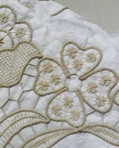 Embroidery Hungarian This Pin was discovered by nur Hungarian Embroidery, Learn Embroidery, Embroidery Stitches, Embroidery Patterns, Hand Embroidery, Needle Lace, Bobbin Lace, Irish Crochet, Crochet Motif
