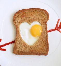 Egg heart in a toast - romantic and super easy breakfast // Pirítós középen tükörtojás szívvel - romantikus reggeli egyszerűen  // Mindy - craft tutorial collection