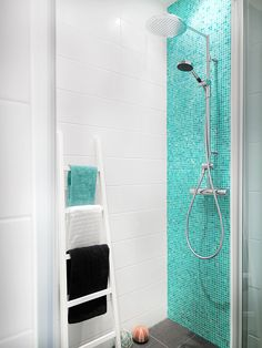 The idea appears to be excellent Bathroom Mosaic Bathroom Plans, Bathroom Inspo, Bathroom Inspiration, Beach House Bathroom, Mosaic Bathroom, Childrens Bathroom, Bad Inspiration, Bathroom Design Small, House Design