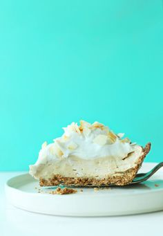 EASY Coconut Cream Pie that's #Vegan #Glutenfree! 10 ingredients, so creamy and coconutty! #pie #coconut #recipe #minimalistbaker