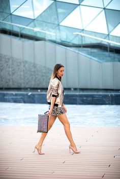 Gold www.absolutelyberta.comblogsmoda #fashionblog #lookbook #vila #minidress #goldjacket  #streetstyle #christianlouboutin