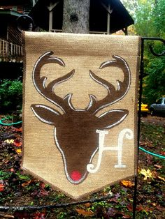 This burlap garden flag measures 13 wide and 18 long. It will fit a standard garden flag stand. Comes with a Deer and your monogram. Burlap Art, Burlap Flag, Burlap Signs, Burlap Crafts, Burlap Wreaths, Christmas Garden Flag, Christmas Garden Decorations, Christmas Crafts, Xmas