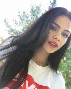 Find images and videos about girl and kardelenxhy on We Heart It - the app to get lost in what you love. Girl Pictures, Girl Photos, Foto Snap, Beautiful Profile Pictures, Beautiful Girl Makeup, Peinados Pin Up, Fashion Model Poses, Fake Girls, Fake Photo