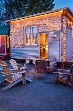 This tiny house is so cute