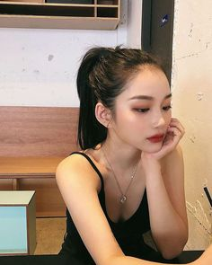 Shared by Find images and videos about girl, beauty and asian on We Heart It - the app to get lost in what you love. Korean Beauty Girls, Pretty Korean Girls, Asian Beauty, Asian Makeup Natural, Asian Eye Makeup, Beauty Makeup, Hair Makeup, Hair Beauty, Makeup Style