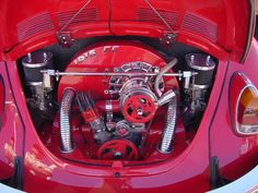 Image from http://www.acmenovelties.net/cars/2011_02_13_connell_car_show/full_size/534_VW_engine_twin_weber_40s.jpg.