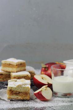 Cozonac cu nuca- Pasiune pentru bucatarie.ro Romanian Food, Pie Cake, Feta, Deserts, Cheese, Tarts, Mousse, Sweets, Mascarpone