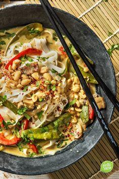 Soupe thaïlandaise au curry vert et aux nouilles Recette Vegetarian Curry, Vegetarian Recipes, Healthy Recipes, Vegetarian Sweets, Curry Vert Thai, Hello Fresh Recipes, Asian Recipes, Veggies, Vegetarian Food