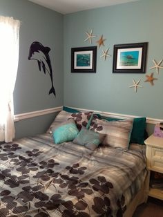 Ocean room. Like the starfish on the wall.