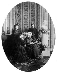 Royal mourning group, 1862 By William Bambridge Albumen print, March 1862 The group is made up of Queen Victoria and three of her children: Victoria, Alice and Alfred. Queen Victoria Prince Albert, Victoria Reign, Victoria And Albert, Princess Victoria, Royal King, Royal Queen, King Queen, Victoria's Children, Victorian Era
