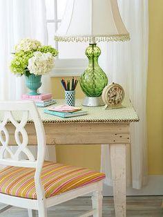 Pretty, small desk - good idea for craft/sewing room desk