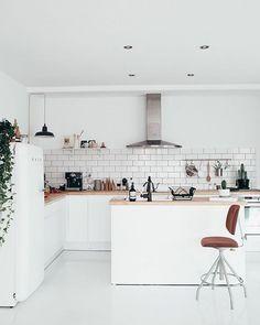 70 Cool Modern Apartment Kitchen Decor Ideas - Best Home Decorating Ideas Apartment Kitchen, Kitchen Interior, Kitchen Decor, Kitchen Living, Cocinas Kitchen, Decoration Inspiration, Decor Ideas, Decorating Ideas, Retro Home Decor
