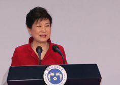 South Korean politicians play hide-and-Seek - https://www.koreanfashion.us/south-korean-politicians-play-hide-seek-658/