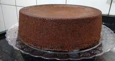 O Pão de Ló de Chocolate de Liquidificador é prático, delicioso e macio. Recheie e cubra como você desejar e prepare-se para os elogios! Veja Também:Pão d
