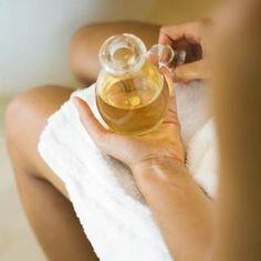 Cómo hacer aceite reductor casero. Si la celulitis está presente en algunas zonas de tu cuerpo y quieres reafirmar la piel y perder la grasa acumulada, además de unos hábitos de vida saludables, puedes recurrir al uso de ciertos cosmét...