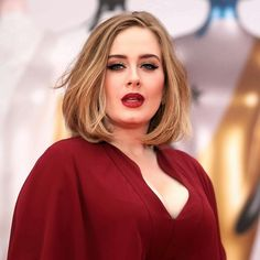 Adele at the 'BRIT Awards lady in red. Beauty And Fashion, Home Fashion, Brit Awards 2016, Adele Style, Adele Adkins, Corte Y Color, Hair Inspiration, Beautiful People, Short Hair Styles