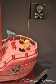 Pinkki merirosvolaiva-kakku Desserts, Food, Tailgate Desserts, Deserts, Essen, Postres, Meals, Dessert, Yemek