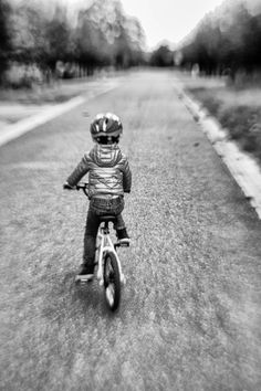 https://flic.kr/p/MGRUcQ | Riding my bike lensbaby style