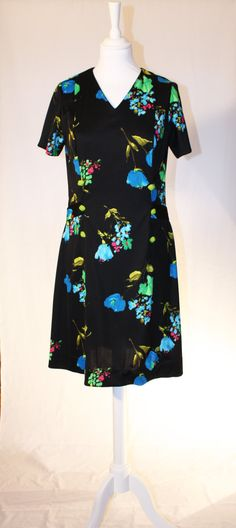 Black dress with flower print by RoxygoesRetro on Etsy, Short Sleeve Dresses, Dresses With Sleeves, Flower Prints, Roxy, Cold Shoulder Dress, Retro, Trending Outfits, Unique Jewelry, Clothes