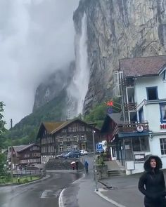 The beautiful valley of the 72 waterfalls 💦 Lauterbrunnen, Switzerland - Travel Beautiful Places To Travel, Best Places To Travel, Vacation Places, Dream Vacations, Cool Places To Visit, Amazing Places, Beautiful Things, Vacation Travel, Awesome Things