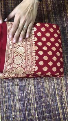 Cotton Saree Blouse Designs, Wedding Saree Blouse Designs, Half Saree Designs, Red Saree Wedding, Bridal Silk Saree, Silk Saree Banarasi, Banaras Sarees, Saree Dress, Sari