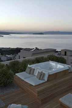 Rooftop Jacuzzi Apartment is a first floor Apartment with a heated Jacuzzi on its private rooftop with amazing panoramic views of Chania tow. Hot Tub Backyard, Hot Tub Garden, Small Backyard Pools, Backyard Patio, Small Pools, Pool Decks, Rooftop Terrace Design, Rooftop Pool, Jacuzzi Outdoor