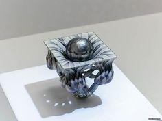 Кольцо «Артишоки». Золото, ограненный жемчуг, горячая ювелирная эмаль, 2012 год