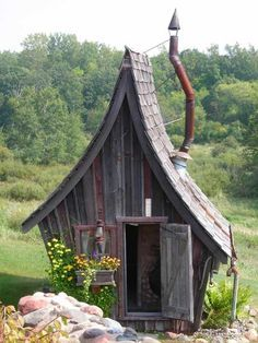 On a larger scale this would be a perfect chicken coop or even shop for me. I love it.
