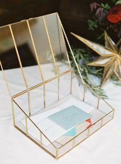 Unique wedding guest book ideas that arent actually books pinterest urne mariage originale en verre solutioingenieria Image collections