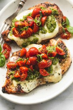 Easy healthy grilled chicken margherita topped with melted. Easy healthy grilled chicken margherita topped with melted mozzarella cheese pesto and tomato basil garnish. A tasty 30 minute meal youll love! Healthy Dinner Recipes For Weight Loss, Good Healthy Recipes, Dinner Ideas Healthy, Summer Dinner Ideas, Heathy Chicken Dinner, Healthy Meals With Chicken, Easy Recipes, Healthy Grilled Chicken Recipes, Healthy Dinners For Two