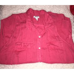 WORN ONCE Old Navy collar sleeveless blouse Cute and stylish. It gets wrinkled easily and I don't have time to always iron it. Only wore it one time. Cheaper on Ⓜ️ercari. Old Navy Tops Button Down Shirts