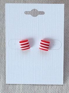 Oorbellen rood/wit streep blokjes (OO14.012) van Sier&zo op DaWanda.com