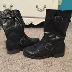 Adorable black boots- Price is firm Worn twice so still have tons of life left! Adorable with any outfit. Size 7 1/2. Has very slight scuffing but not noticeable at all 😊 price is firm Bare traps Shoes Combat & Moto Boots