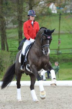 Charlotte Dujardin wearing an AWESOME helmet!