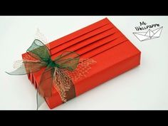 HOW TO WRAP PRESENTS LIKE A PRO How to wrap presents beautifully? Gift Wrapping Bows, Gift Wraping, Present Wrapping, Wrapping Ideas, Japanese Gift Wrapping, Japanese Gifts, Birthday Gift Baskets, Best Birthday Gifts, Simple Gifts