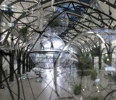 Tomás Saraceno, Cloud Cities, 2011. Vue de l'installation © Hamburger Bahnhof, Berlin