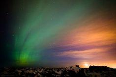 Het #Noorderlicht is een bijzonder natuurspektakel. Deze prachtige foto is genomen in #IJsland door Arnold van Wijk. #waarvoorallecredits!