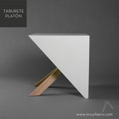 TABURETE PLATÓN. Su concepto parte de la figura geométrica más simple: el cubo. Al ser fragmentado, conserva sus propiedades a nivel perceptivo, pero a nivel estético le da un sentido completamente diferente. Esta compuesto por una estructura interna compleja para lograr la simplicidad de su exterior.