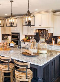 Awesome Rustic Farmhouse Kitchen Cabinets Decor Ideas Of Your Dreams – Farmhouse Kitchen Island, Farmhouse Kitchen Cabinets, Modern Farmhouse Kitchens, Home Kitchens, Rustic Farmhouse, Kitchen Backsplash, Backsplash Design, Backsplash Ideas, Kitchen Countertops