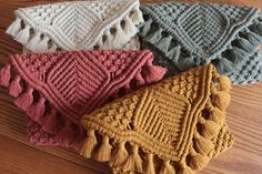 Macrame Clutch Bag Handmade macrame clutch bag with c. Macrame Clutch Bag Handmade macrame clutch bag with cotton rope. The bag measures he Macrame Projects, Crochet Projects, Art Macramé, Clutch Bag Pattern, Macrame Purse, Macrame Knots, Mode Crochet, Macrame Design, Macrame Patterns