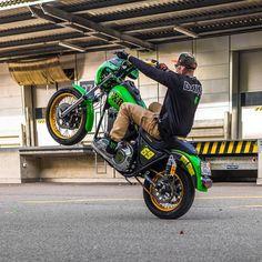 @hard9choppers after work cruising @monsterenergy @dirtshark @tinoschererdotcom @kylevara @beringerbrakes @redthunder_exhaust @saddlemen @hardcaseperformance @rokkercompany @ridedunlop #monsterenergy #teamds #harleydavidson #fxr #motorcycle #stuntbike #riding #music #tunes