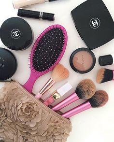 Favorites💕zurzeit benutze ich die Bürste von Wet Brush& liiiebbbee sie💘 Meine Haare fühlen sich so schön weich und geschmeidig an🙆🏻 selbst meine Knoten lassen sich super easy entfernen🙃 {thewetbrush.de} #ad #beauty #hair #wetbrush #detangler Wet Brush, Super, Blush, Beauty, Instagram Posts, Projects, My Hair, Knot, Nice Asses