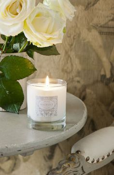 A gentle scent reminiscent of old metropolitan styles. A full floral bouquet with hints of iris, geranium and Damask rose. Annie Sloan Paint Colors, Chalk Paint Colors, Annie Sloan Chalk Paint, Candle Shop, Candle Jars, Candles, Damask Rose, Paint Color Palettes, Painting Tips