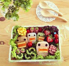 Leckeres Essen anrichten und dekorieren monsters