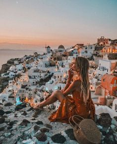 Wanderlust travel in Santorini, Greece Wanderlust Travel, Travel Pictures, Travel Photos, Places To Travel, Travel Destinations, Greece Destinations, Amazing Destinations, Holiday Destinations, Travel Photographie