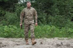 Materiál tejto uniformy je zostavený z 60% bavlny a 40% polyesteru. Uniforma značky Helikon. Verná kópia originálnej uniformy používanej vojakmi USA v Afganistane. http://www.armyoriginal.sk/3059/124825/maskacovy-komplet-acu-multicam-helikon.html
